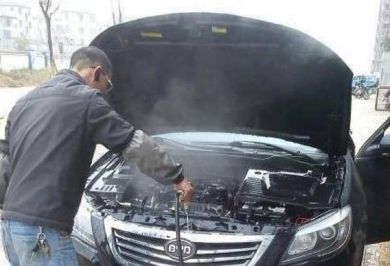 【萌系美男子】洗车能不能直接用水冲洗发动机,你还傻傻不知道?现在看还不晚!