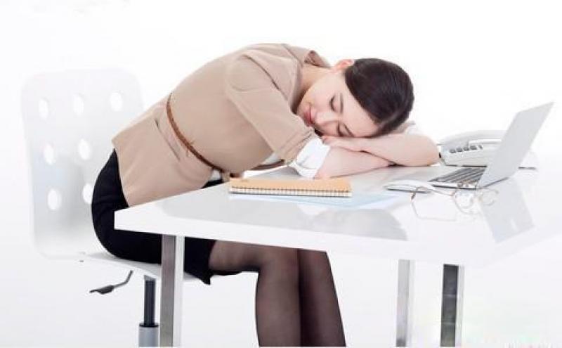 【一袭红衣】职场丽人打油诗:饭后日当午,不睡真辛苦!