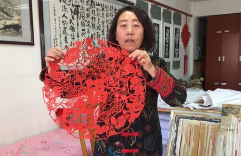 剪纸变为艺术品,她靠剪纸年收入达到十几万元