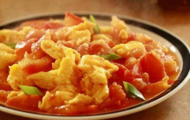 西红柿炒鸡蛋,先炒蛋还是西红柿?厨师:顺序弄反,难怪不可口