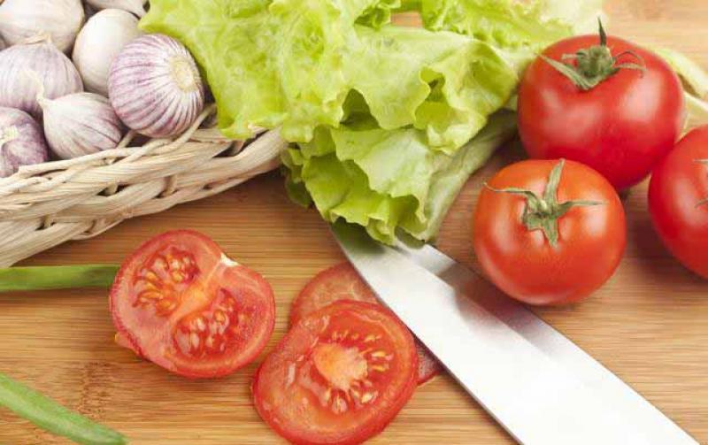 【夏日天浅蓝】番茄营养好吃又防病,营养师:这八类人吃番茄却需要斤斤计较