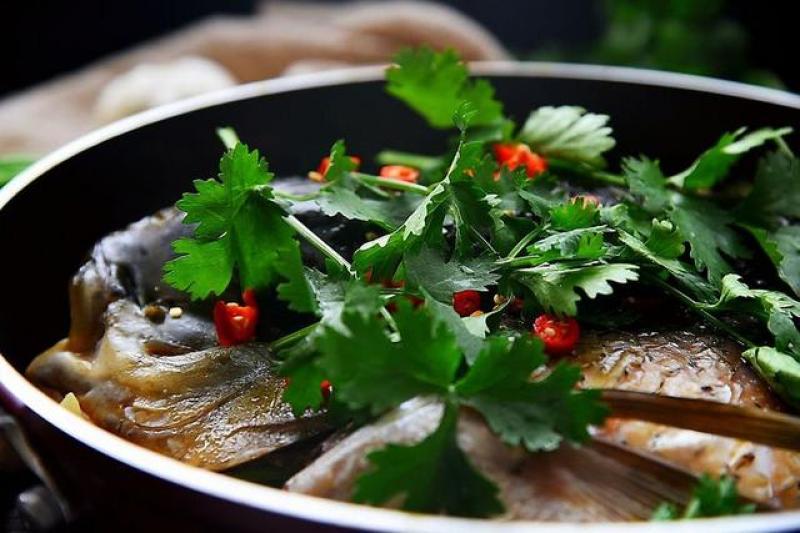 做这条鱼,一滴水也没放,享受原汁原味的鲜,让您一看就会