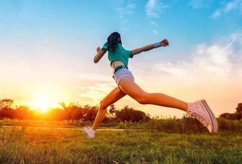 """得了膝关节炎要戒掉运动?关节长期不用也""""生锈"""""""