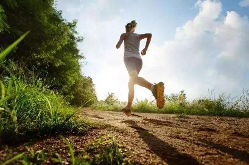 少吃加锻炼不会瘦,还会加速衰老!运动时这样吃,能燃脂瘦身