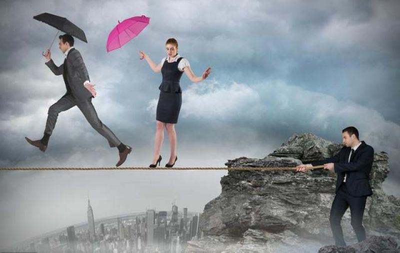 在财富固化的时代,想要实现人生的跨越,只有两条路可以选