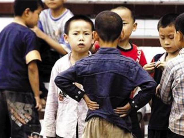 """当孩子被欺负时,父母这句话最伤人,""""二次伤害""""比被打还深刻"""