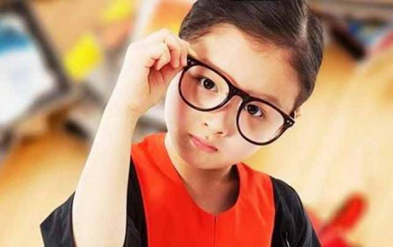 【夏日天浅蓝】关于孩子视力的10个真相,爸妈要警惕,变成高度近视就后悔莫及了