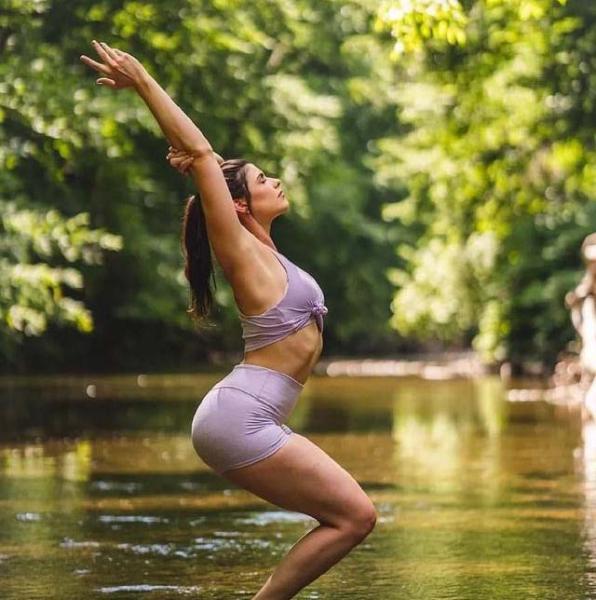 【一袭红衣】当瑜伽成为习惯,你就不需要坚持了