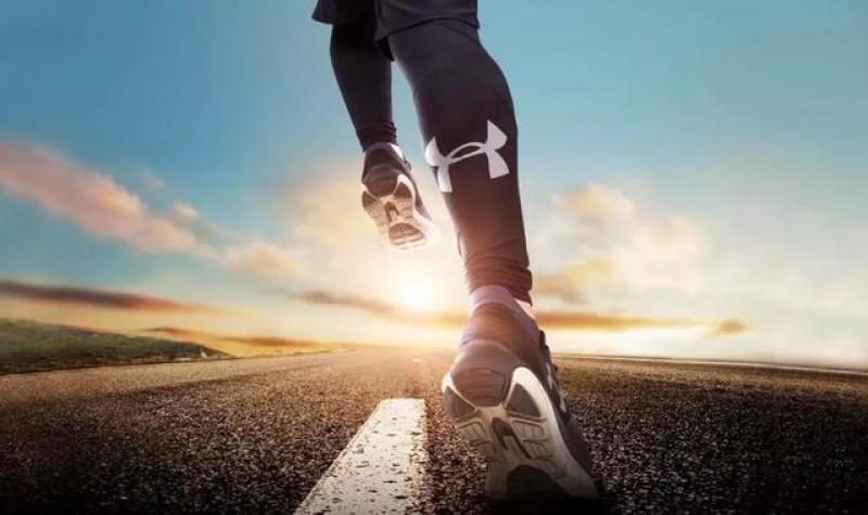 """一样的跑量,""""每天跑步""""与""""隔天加倍跑""""哪个对身体更好?"""