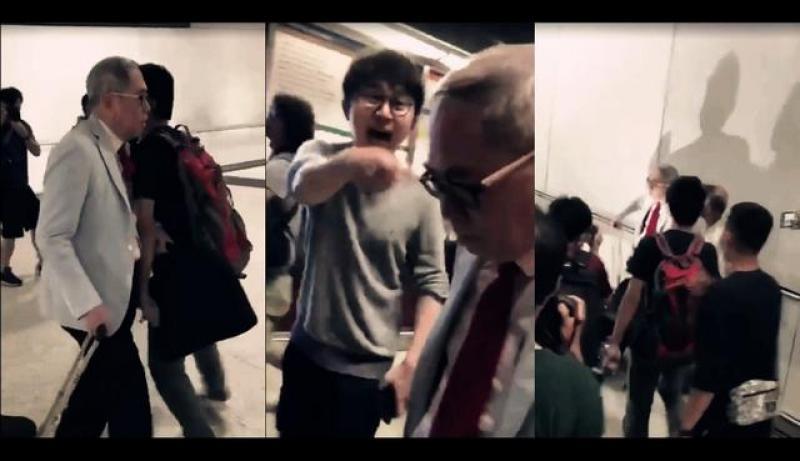 """港独""""暴徒打美国旗大闹机场围堵老人,莫让蛇鼠之辈葬送香港未来"""