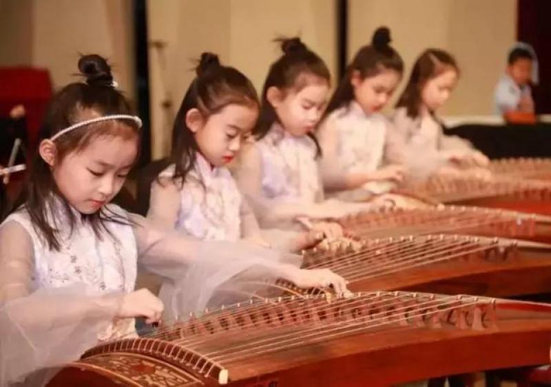 【轻拂两袖风尘】从小开始音乐启蒙原来有这么多好处!你考虑送孩子去学乐器了么?