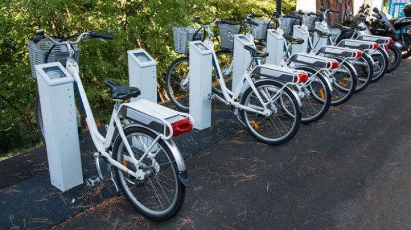 """【来一碗小仙女】电动自行车仍是火灾""""重灾区"""" 充电桩建设有待进一步规范"""