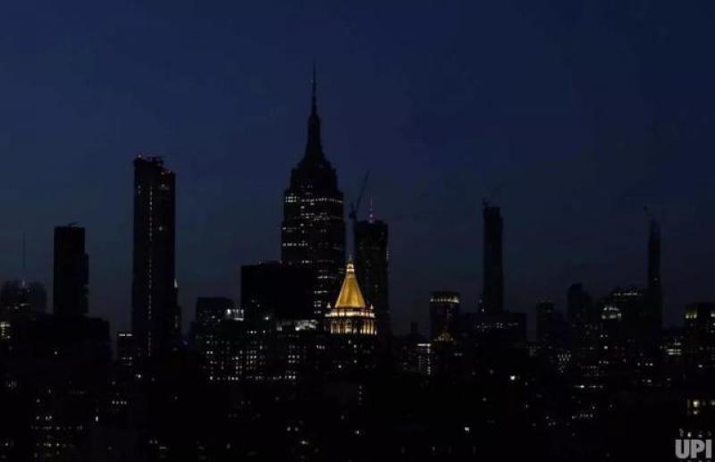 纽约突发大面积停电,时代广场一片黑暗……