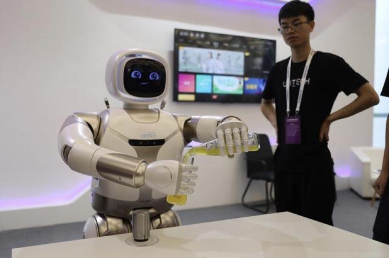 【蓝褶裙的姑娘】晚安·世界|你好,未来!世界机器人大会带你感受智能新生态