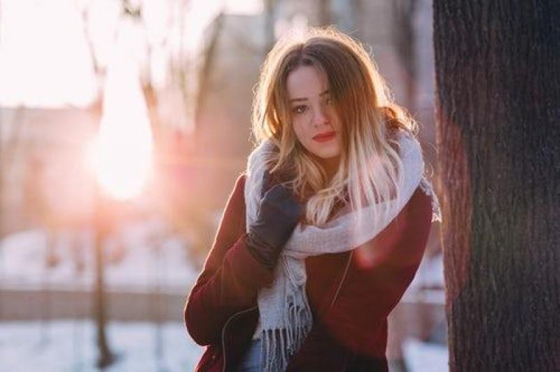 【浅蓝淡雅U】肖像摄影最佳参数设置:自然光和闪光灯下都需要注意哪些问题?