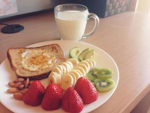酸奶早晨喝还是晚上喝?营养师:早喝补充蛋白质,晚喝补钙效果好