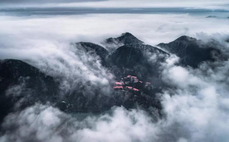 要知庐山真面目, 携云伴雾空中望