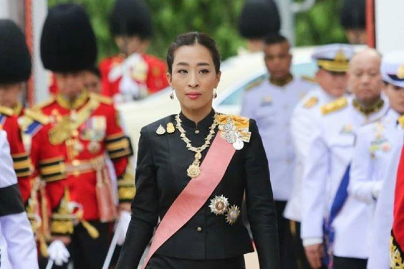 40岁泰国公主出席前总理百日缅怀活动,有颜值有才华的她曾想招林志