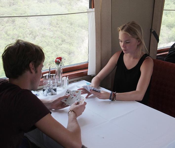 【带杀气的萝莉】国内最贵的火车票,路途时长达六天五夜,经常抢不到票!