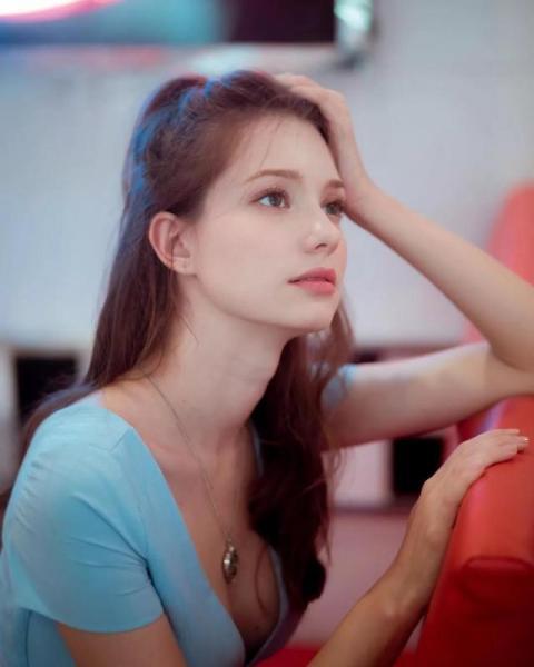 """【霸气侧漏好骚年】4国混血的俄罗斯女神,拥有女生都想要的""""理想颜"""",只剩下羡慕"""