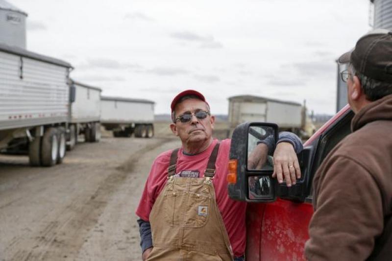 【高姿态男子】1033个美国农场破产,377个美国石油商破产后,外媒:唯一办法
