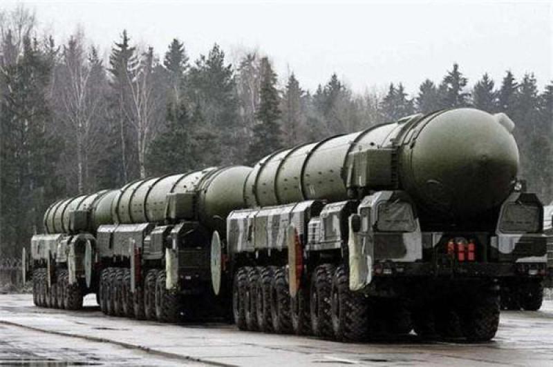 俄罗斯将退役核弹卖给美国,他国如何处理?给我国提了个醒