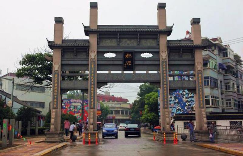 上海金山区最西边的镇,地处五区县交界,拥有古镇旅游区