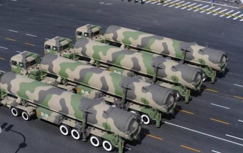 【男人不拽要俊逸】中国最强的镇国神器,东风51洲际弹道导弹,射程达到15000公里