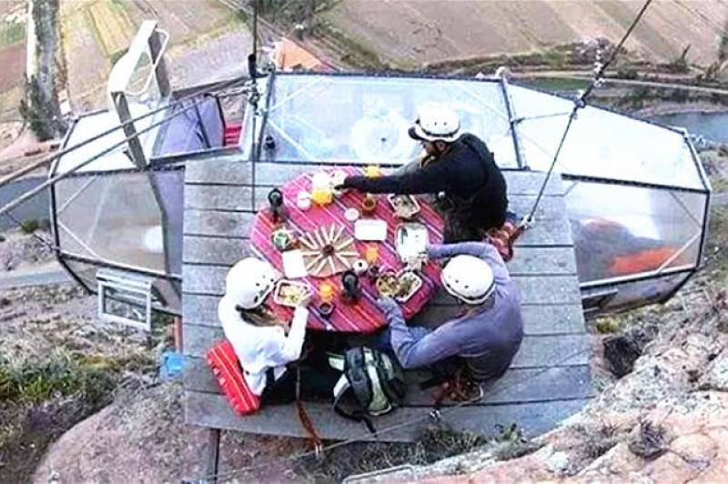 【青笺画卿颜】秘鲁的悬崖胶囊酒店,距离地面达120米之高,你敢去体验吗?