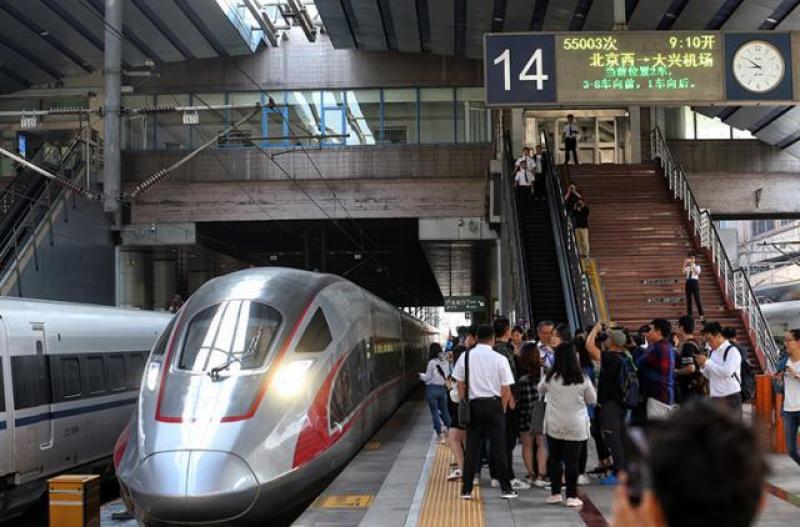 """抢""""鲜""""体验京雄城际 西站至大兴机场仅需28分钟"""