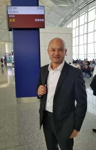 """香港""""光头警长""""刘Sir飞抵北京,将参加国庆活动"""