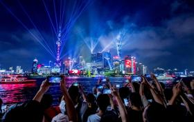 """【倾听盛夏的色彩】2019中国旅游业最发达10大城市,为游客""""腾出一座城""""的重庆第"""
