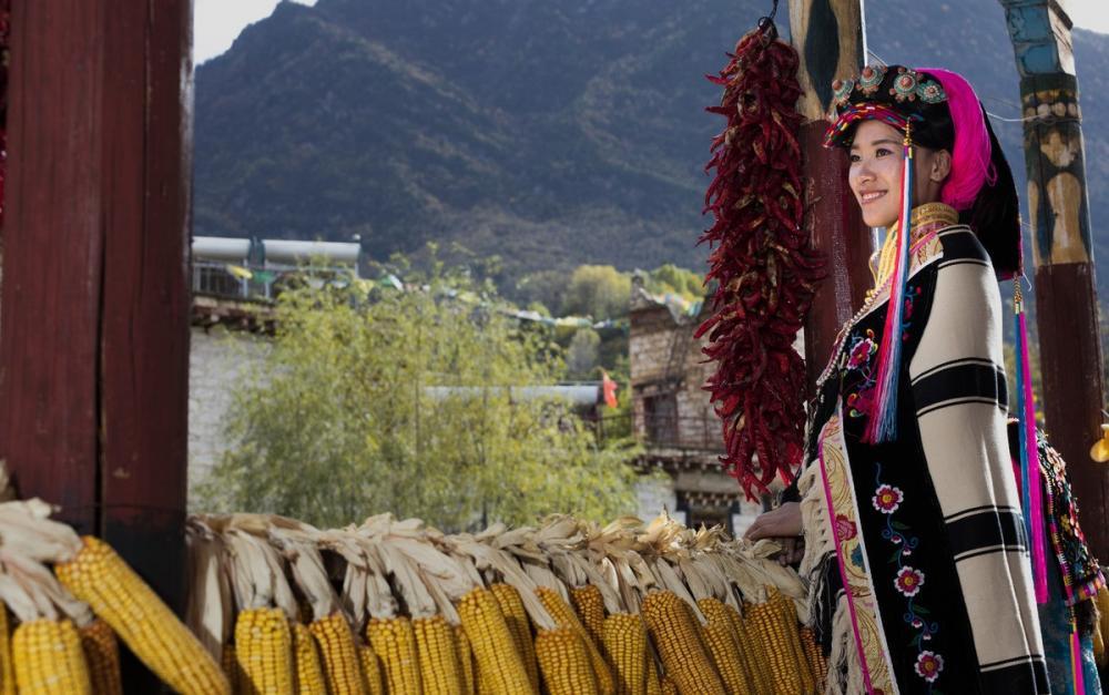 """探访中国远古""""东女国"""",丹巴美人谷隐于深山中,成中国最美乡村"""