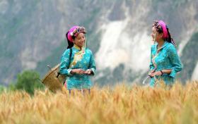 """【朴氏哇哈哈】探访中国远古""""东女国"""",丹巴美人谷隐于深山中,成中国最美乡村"""