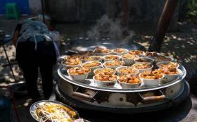【橘子你个奥润桔】猪肉涨价,河北待客人家:8人16个菜做了一桌肉,桌子放不下了