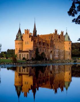 这些历史悠久的古堡,集浪漫与神秘于一体