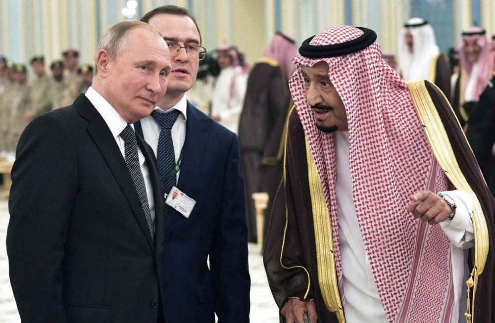 普京时隔12年访沙特 送老国王珍稀猎鹰后签下百亿大单