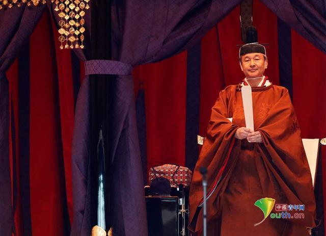 日本天皇即位典礼举行 德仁身着黄栌染御袍亮相