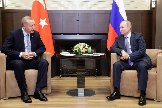 俄、土会晤前,阿萨德现身前线