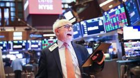 【忆往事笑面如花】鲍威尔暗示保险式降息接近终点,美股再创新高涨势料将延续