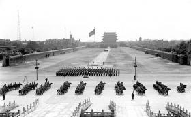 【倾听盛夏的色彩】新中国成立后改造天安门广场老照片:扩建规模空前,中华门被拆除