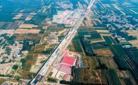 【清风竹间行】相当于66个足球场的火车站,地下结构封顶,预计明年底投入使用