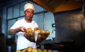小村四代人守锅百年,只做一种祖传美食年销20吨,如今赔钱赚吆喝