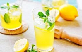 【敲爱笑的小仙女】柠檬水的好处你知道吗?4个食用原则要牢记