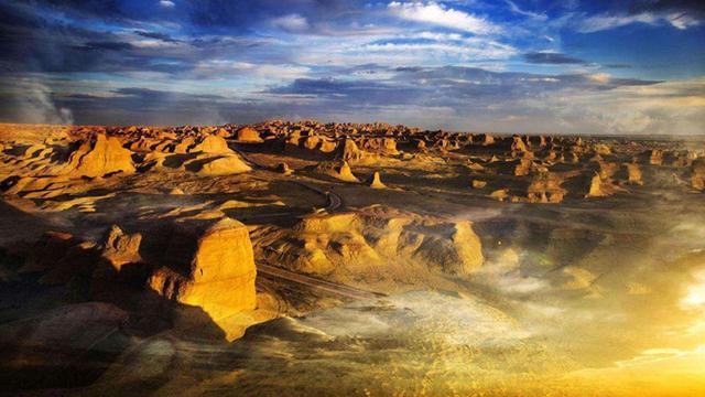 新疆有一座荒城,一对夫妇来挑战,天还没亮就赶紧走了
