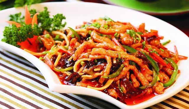 鱼香肉丝,没有鱼肉却有鱼香,大部分人都能做的简单家常菜