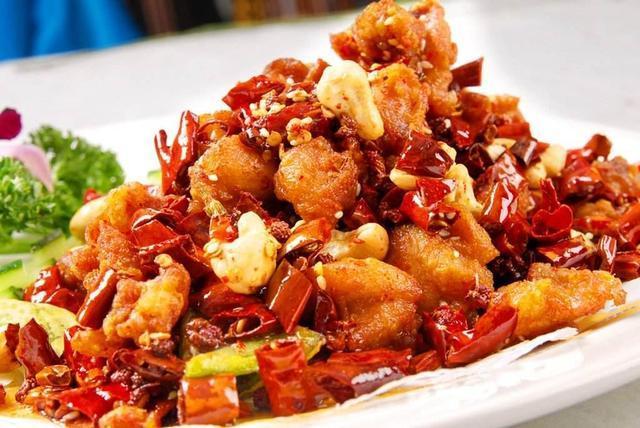 辣子鸡,又麻又辣又香,鲜嫩爽口,色泽红润,色香味俱全