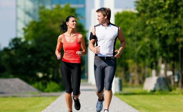 别小看慢跑!每天5km慢跑,坚持一年会怎样?