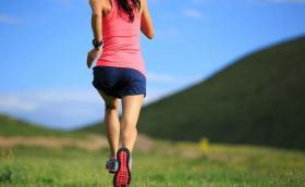 【拾光夜猫】50岁后,若你还能做好这三项运动,说明身体还很棒