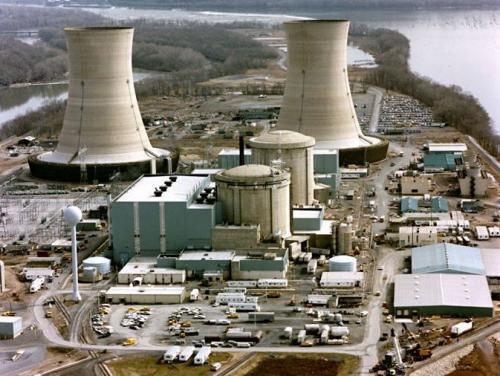 核电站情况紧急,防化兵司令孤身一人冲进核心区:你们还年轻